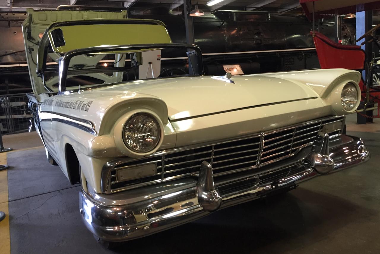 1957 Ford Skyliner, un concentrato di tecnologia