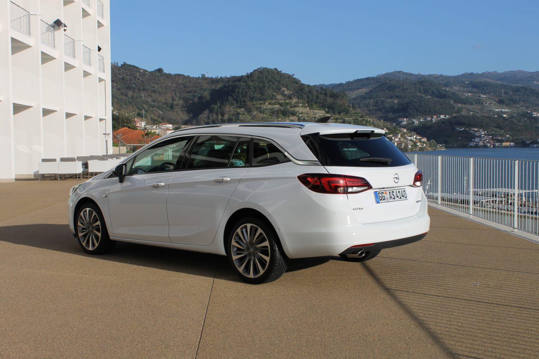 La Opel Astra Sports Tourer si rinnova e convince