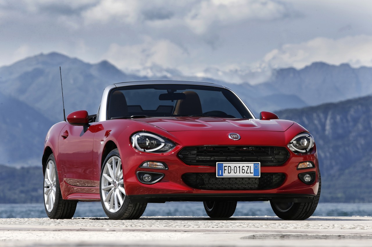 fiat 124 spider cabrio is back. Black Bedroom Furniture Sets. Home Design Ideas
