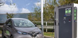 Renault ZOE e le colonnine di ricarica EVA+