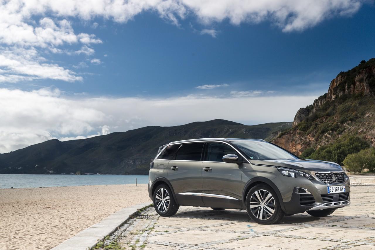 """Peugeot 5008: il """"big"""" SUV che non ti aspetti"""