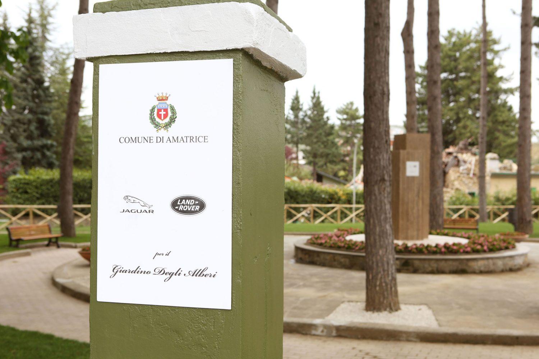 """Jaguar Land Rover inaugura ad Amatrice il nuovo """"Giardino Degli Alberi"""""""