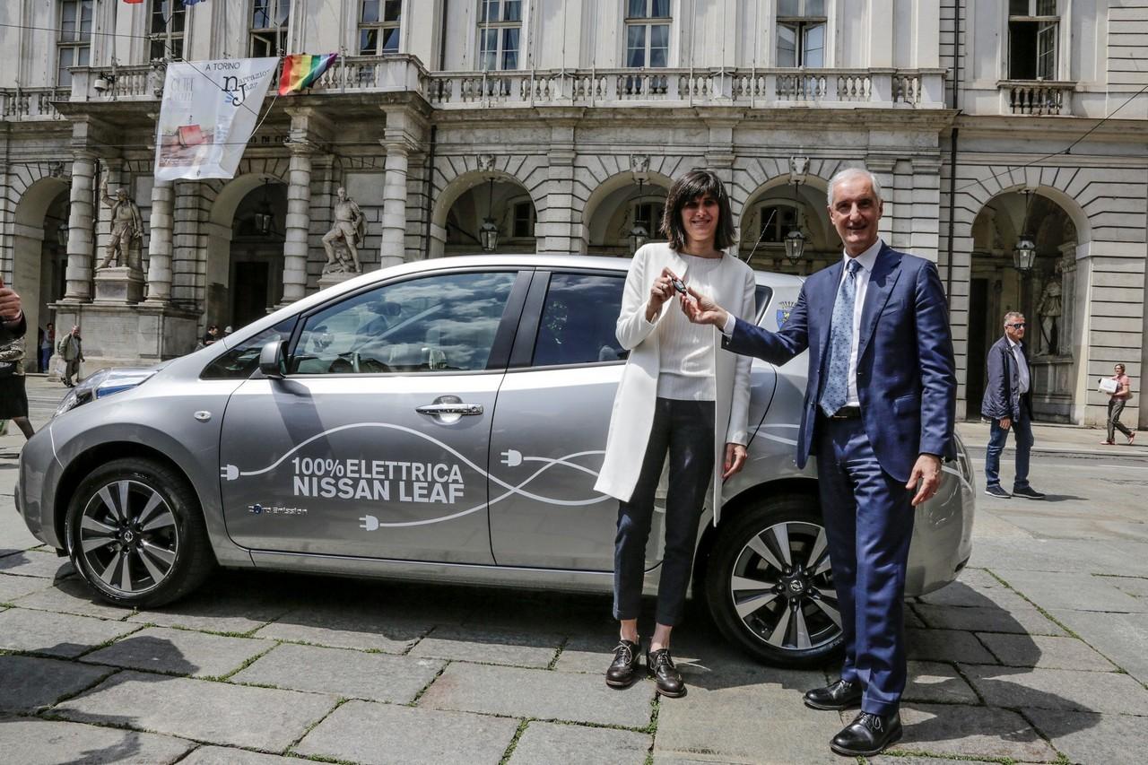 Nissan LEAF elettrizza Torino