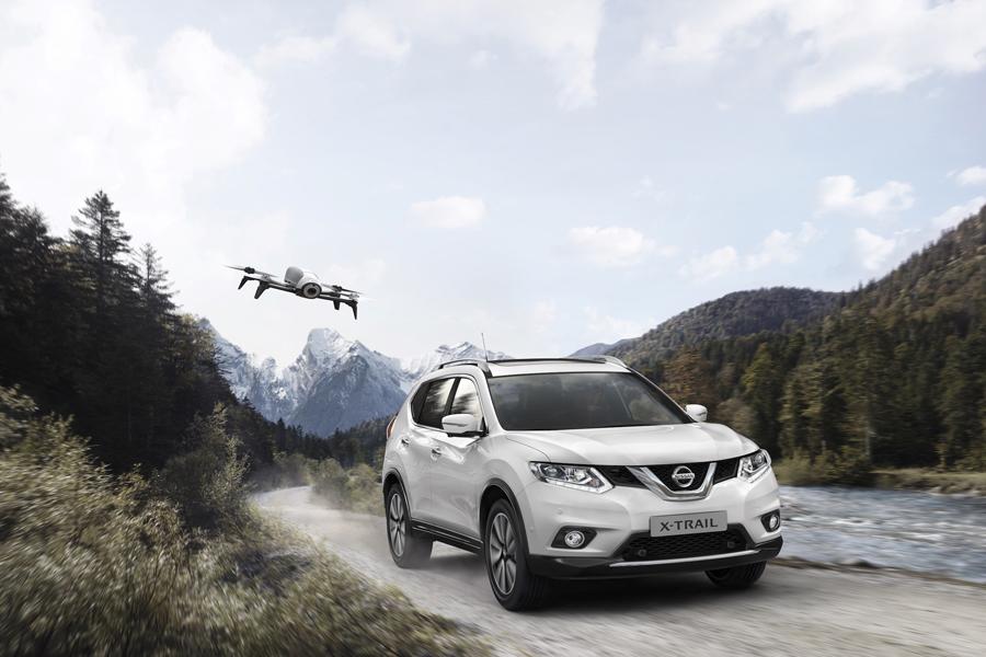 La Nissan X-Trail con il drone