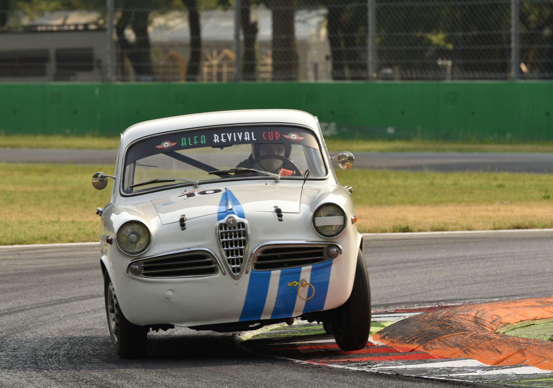 Alfa Romeo Giulietta Ti 1300, la berlina da corsa