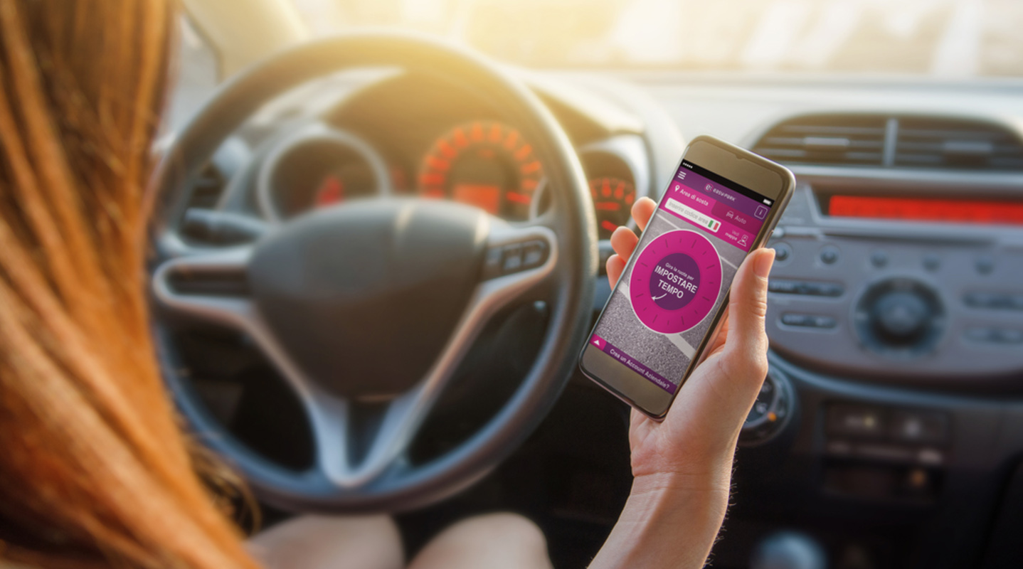 La gestione tecnologica della sosta piace agli automobilisti italiani. Lo dice EasyPark