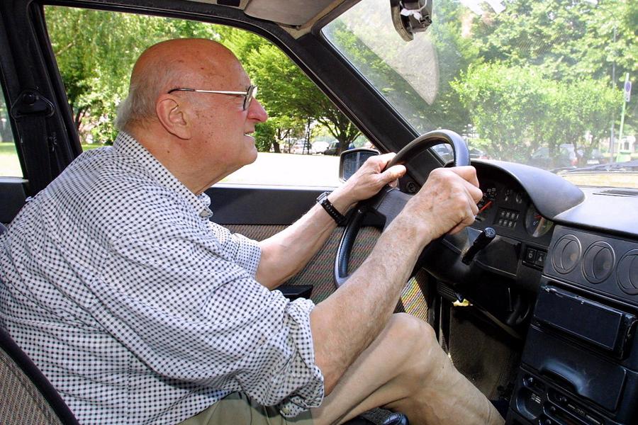 Ultra novantenni al volante, in Italia sono 60mila