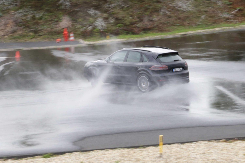 La Tecnica della Porsche Cayenne: motore e trasmissione