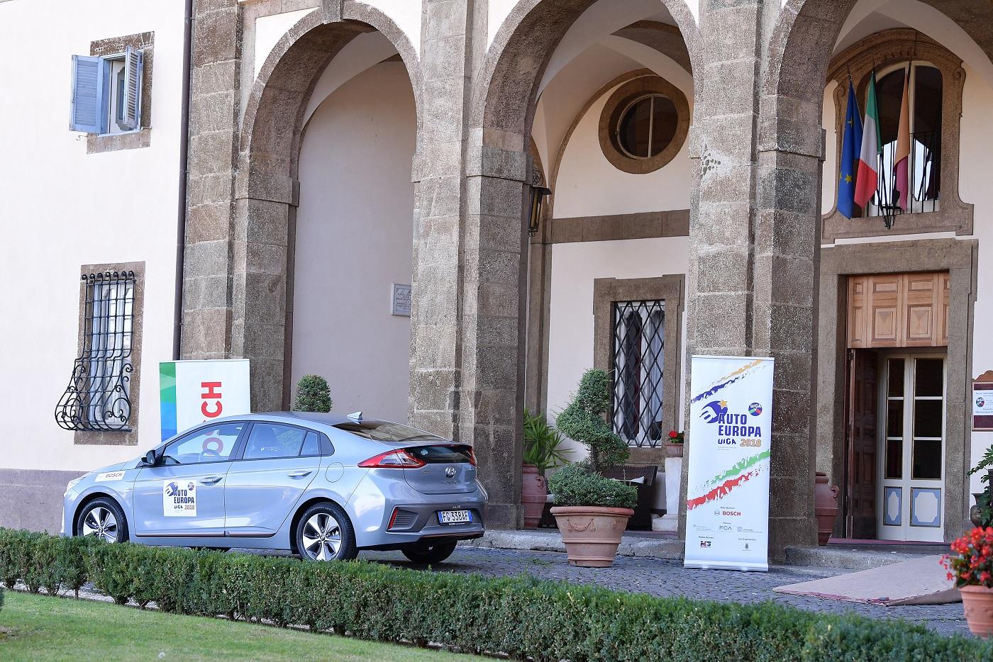 L'UIGA aggiudica il Green Gold Award 2018 alla Hyundai IONIQ