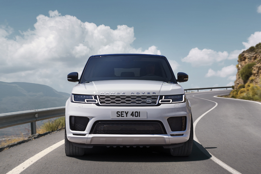 Range Rover Sport PHEV: l'ovale verde mette la spina