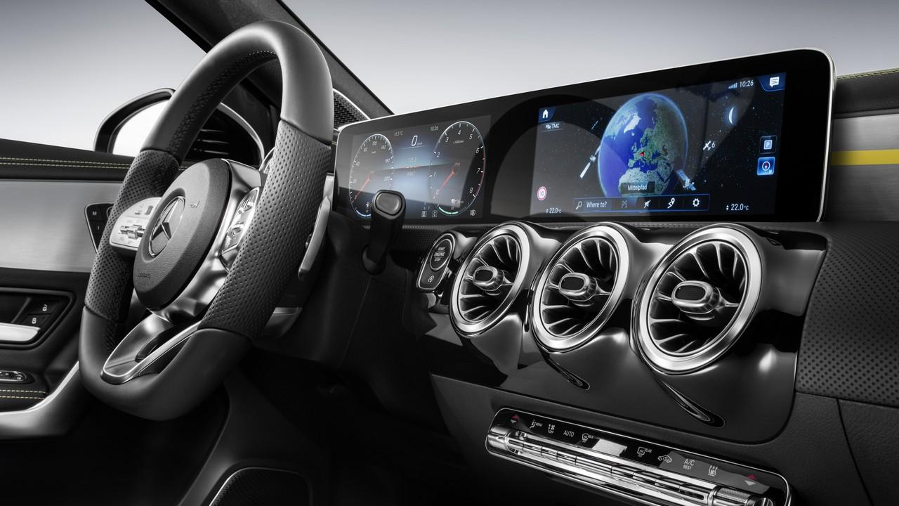 Nuova Mercedes Classe A: focus sugli interni