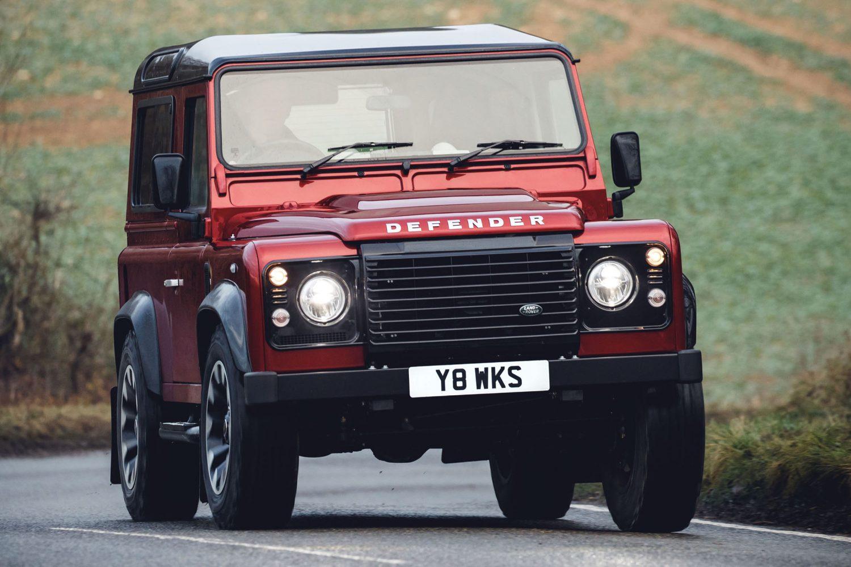 Land Rover presenta l'edizione V8 per celebrare i 70 anni del Defender