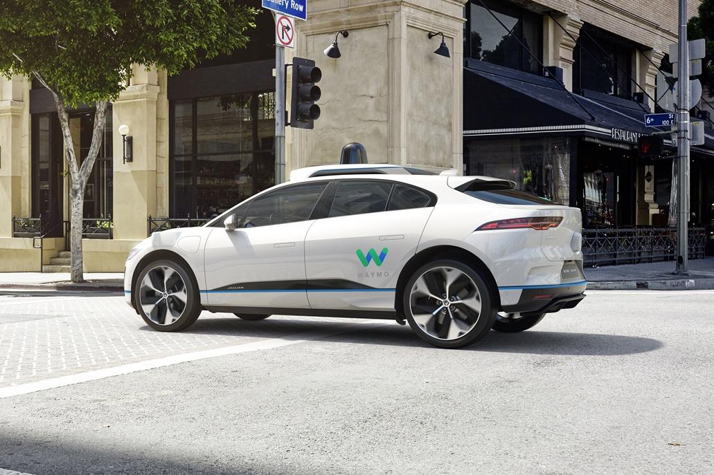 Jaguar e Waymo per la guida autonoma con la I-PACE
