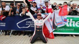 Fernando Alonso no limits: domenica correrà la 24 Ore di Le Mans per puntare alla Tripla Corona