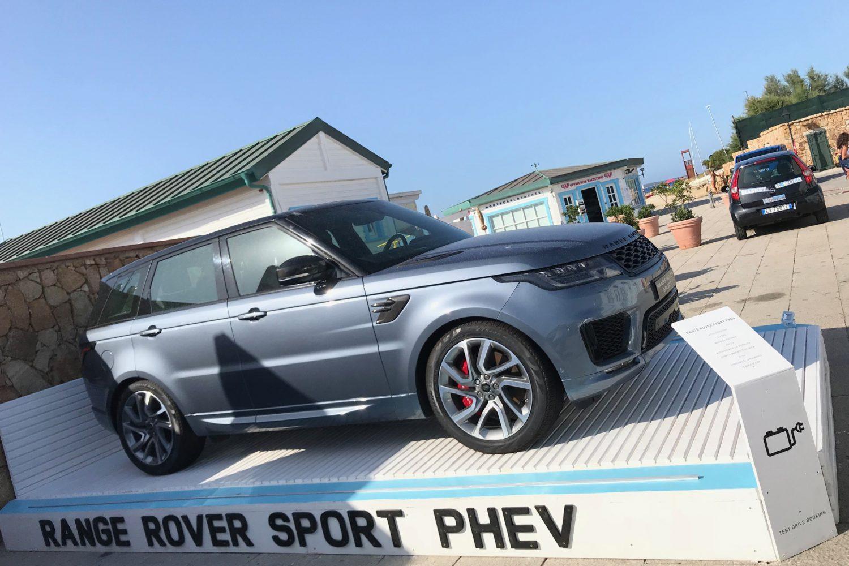 Jaguar Land Rover, estate all'insegna della e-mobility