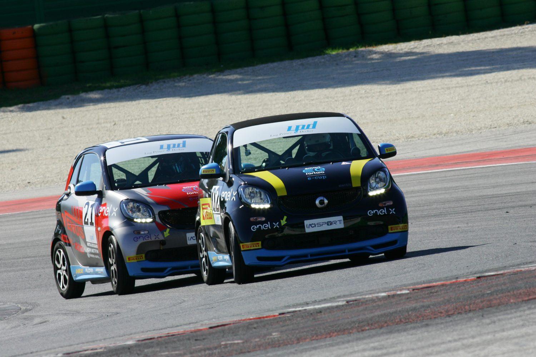 smart, scende in pista a Vallelunga il Trofeo a zero emissioni