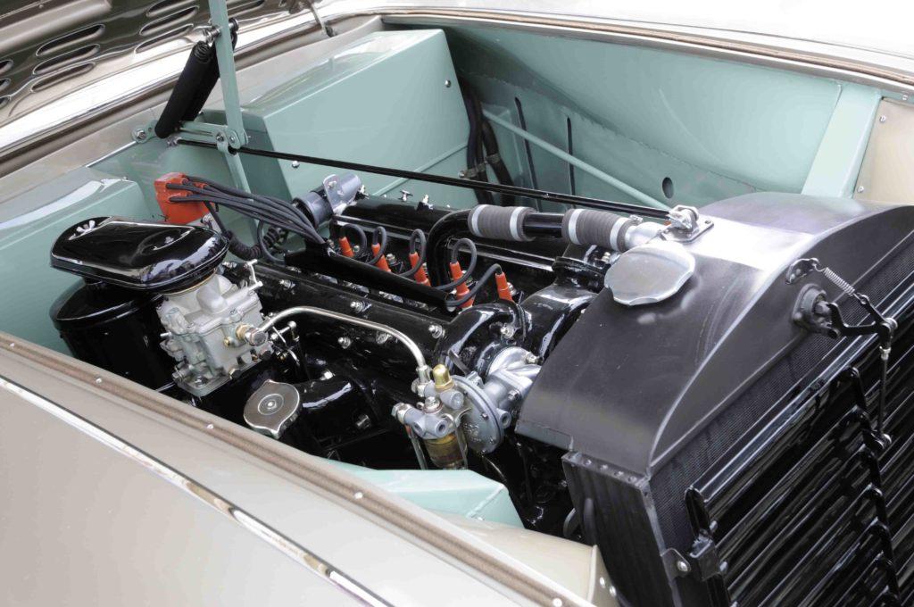 Non solo la carrozzeria è un capolavoro, ma anche la meccanica, con soluzioni tecniche per telaio e sospensioni evolute per i tempi.