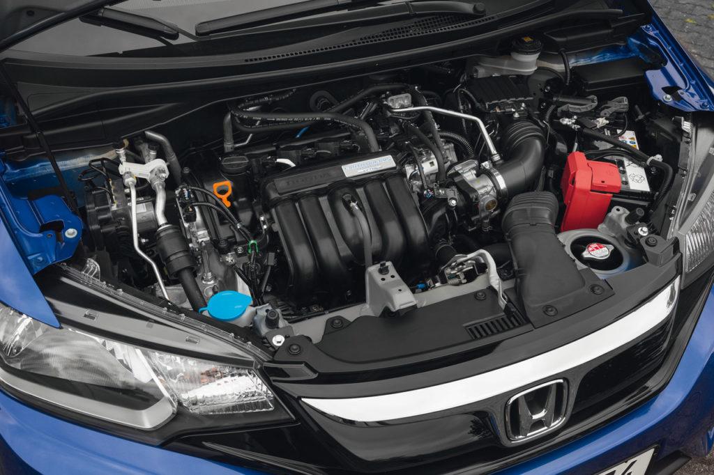 Il motore 1.3 i-VTEC e un silenzioso quattro cilindri aspirato che consuma poco.