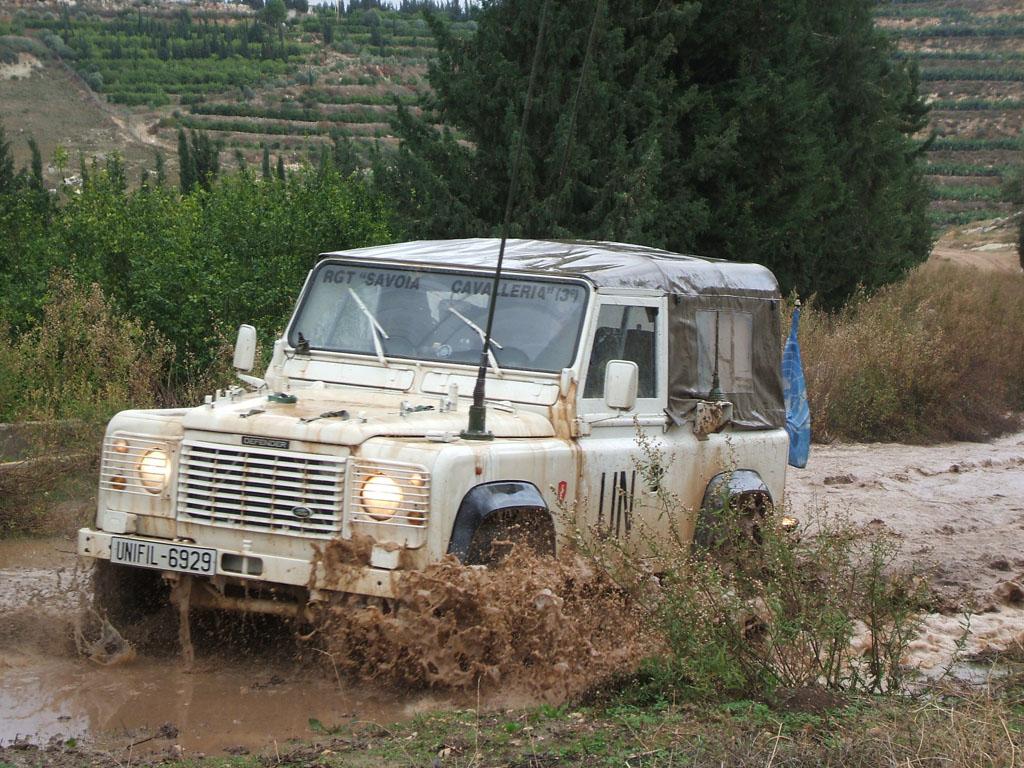 Land Rover Defender del Reggimento Savoia Cavalleria.