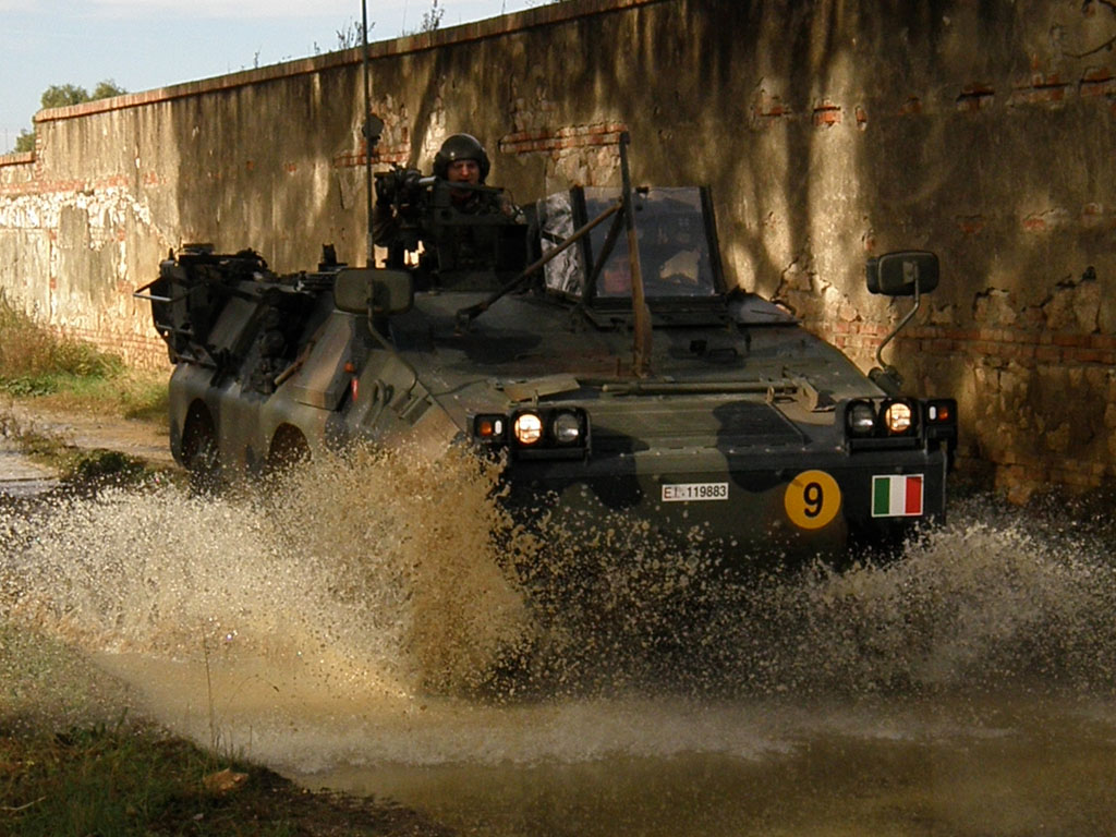 Il Puma affronta il fango in piena velocità.