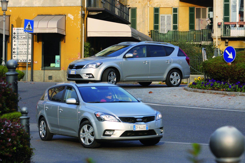 """Kia Cee'd SW MY2010: la concretezza dei sette anni di garanzia. Con il  nuovo """"Face Lift"""" Kia rinnova la versione station wagon della cee'd, ..."""