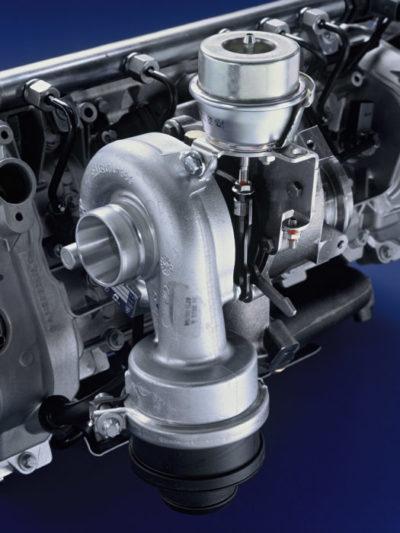 Il motore turbo-sovralimentato della Mercedes-Benz Classe A200 CDI equipaggiava un sistema a geometria variabile della turbina (2004).