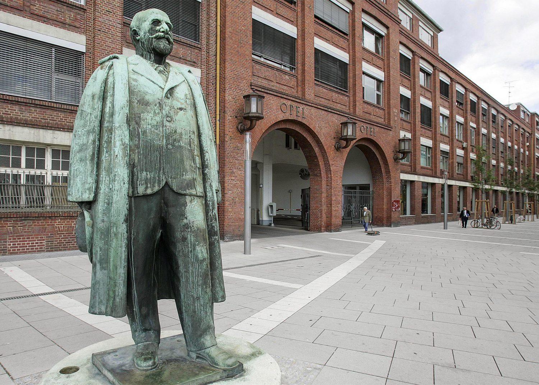Adam-Opel-statue