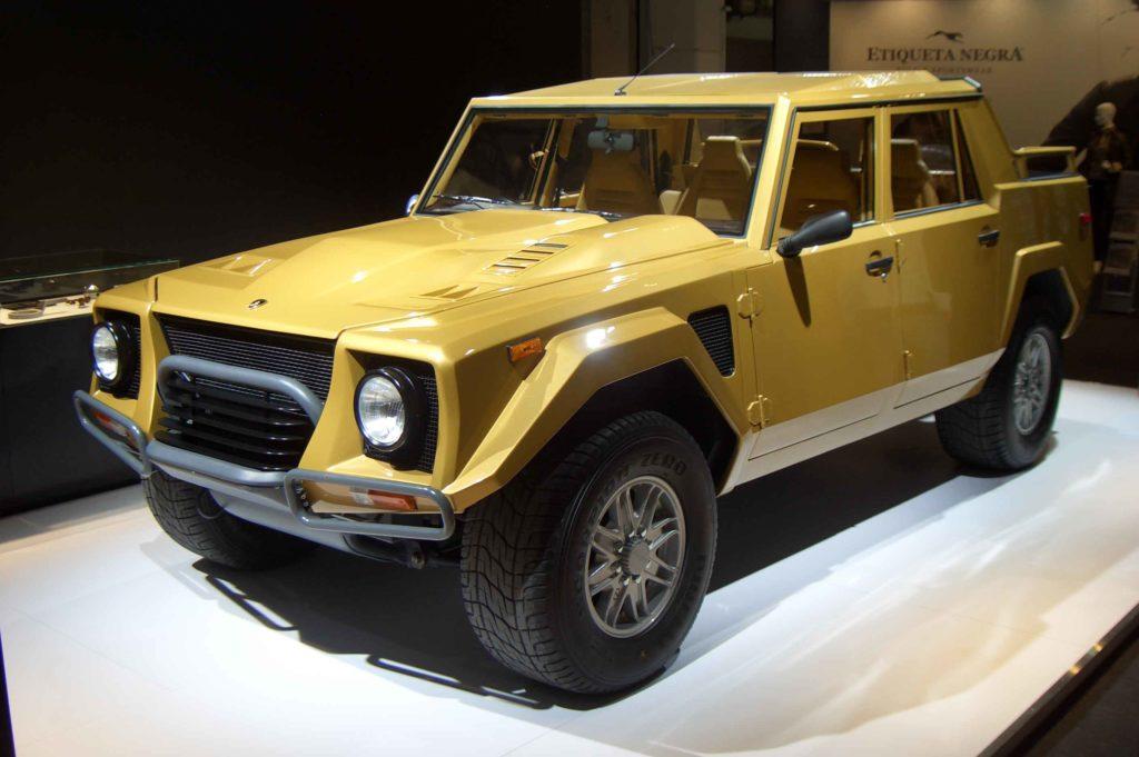 Dopo il prototipo LMA002 fu la volta del definitivo LM002, presentato nel 1986 e destinato finalmente alla produzione in serie.
