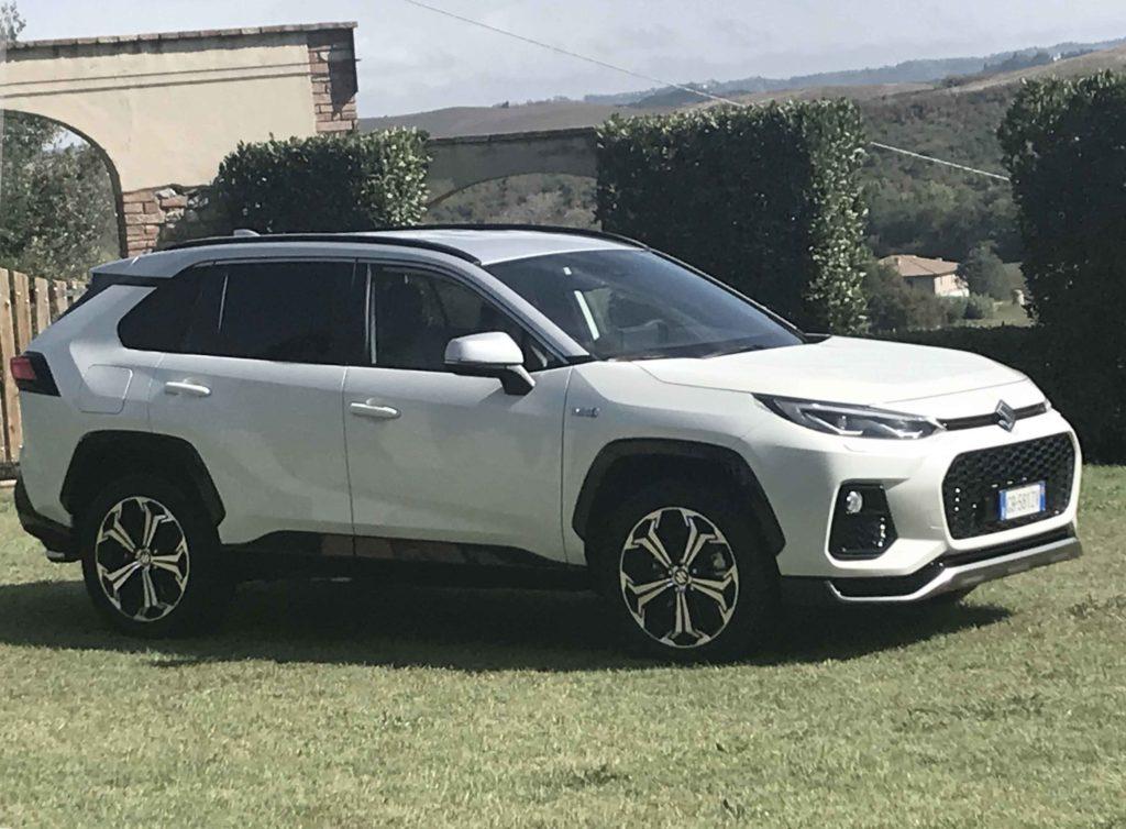 Suzuki Across ibrida plug-in