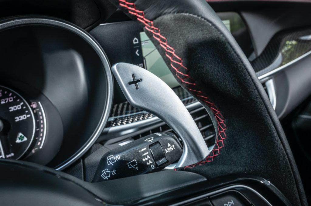 Alfa Romeo Stelvio Quadrifoglio è il SUV dell'anno